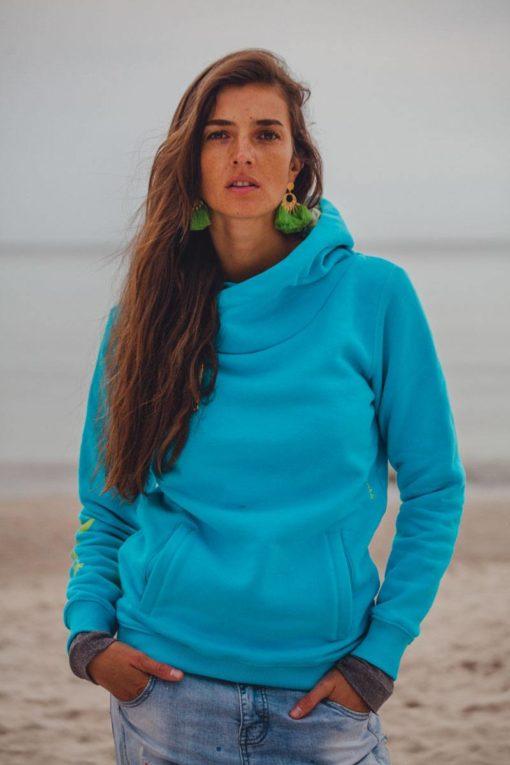 Surf girl on the beach wearing blue big hood hoodie as fajne bluzy damskie