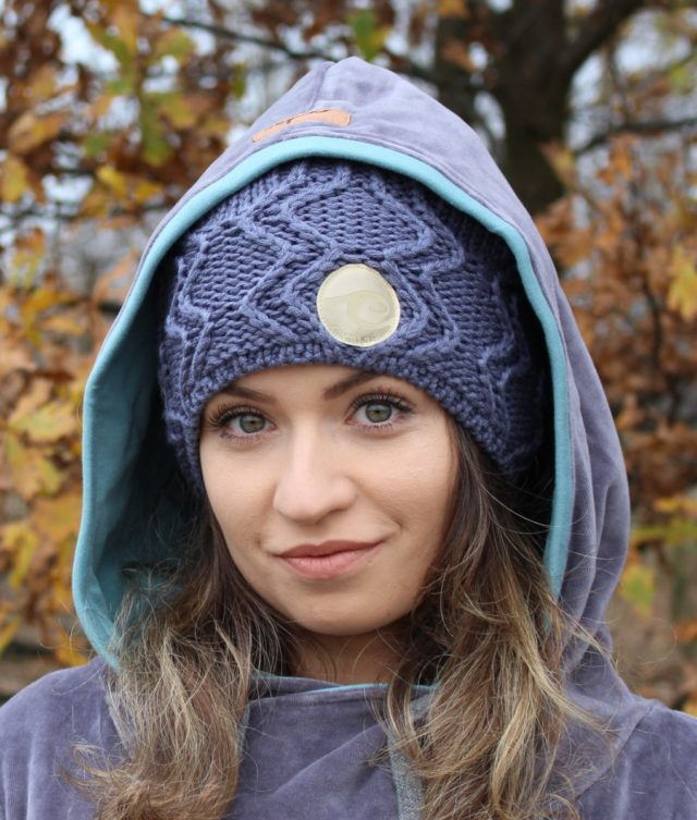 Surf girl wearing Anthracite surf beanie knitted hat.
