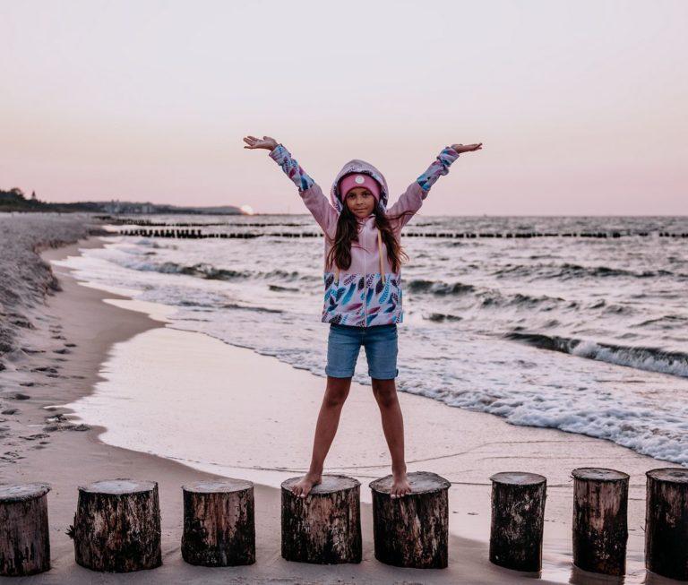 Dziecięca Bluza z kapturem na suwak Candy - Pink Feathers przód3