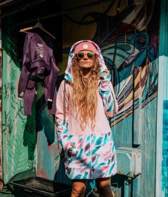 Długa bluza rozpinana z kapturem Candy – Feathers Pink przód